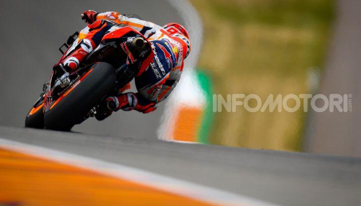 MotoGP 2019 GP di Germania: Marquez sale in cattedra e centra la pole position al Sachsenring. Fuori dai primi dieci Rossi e le Ducati ufficiali - Foto 2 di 12