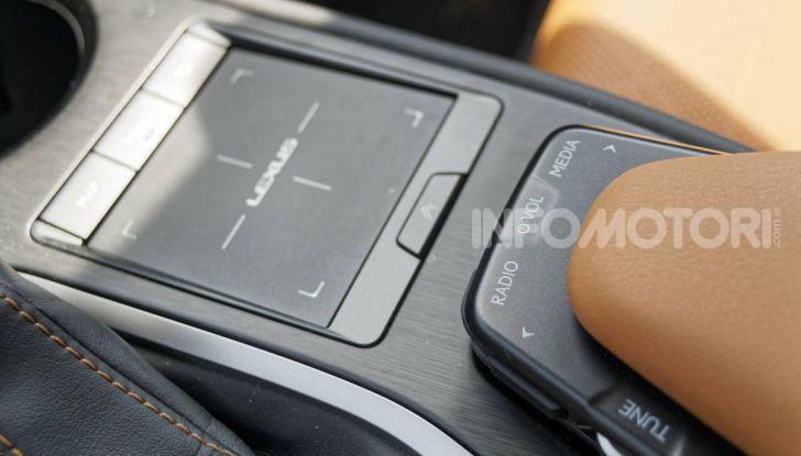 [VIDEO] Lexus UX 250h, il premium hybrid ha l'asso nella manica! - Foto 19 di 58