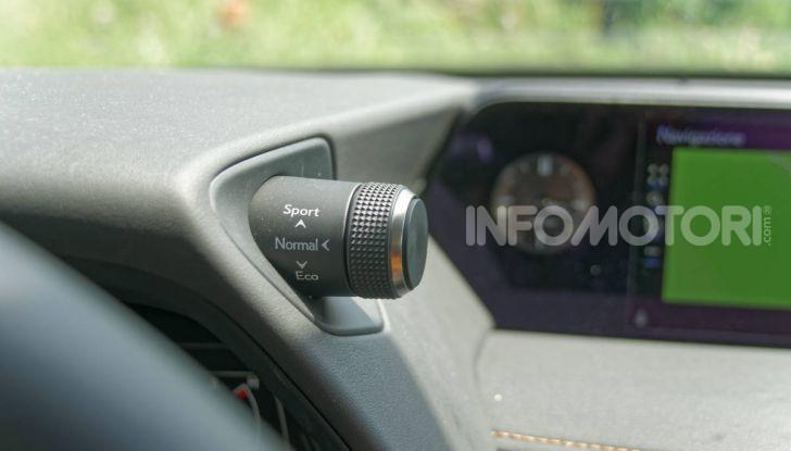 [VIDEO] Lexus UX 250h, il premium hybrid ha l'asso nella manica! - Foto 21 di 58