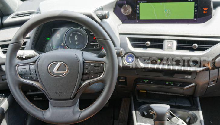 [VIDEO] Lexus UX 250h, il premium hybrid ha l'asso nella manica! - Foto 28 di 58