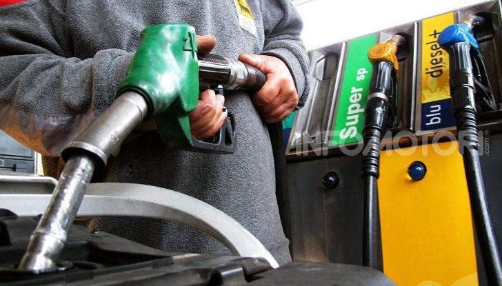 Benzina nel motore diesel: cosa fare per rimediare e quali sono le conseguenze? - Foto 5 di 10