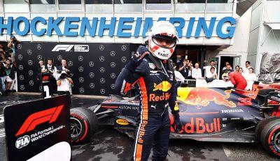 F1 2019, GP di Germania: Verstappen vince ad Hockenheim una gara pazza davanti a Vettel e alla Toro Rosso di Kvyat. Leclerc out, Hamilton 11esimo