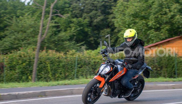 """Prova KTM Duke 790, il """"parcogiochi"""" sotto quota 10 mila (euro)  - Foto 44 di 54"""