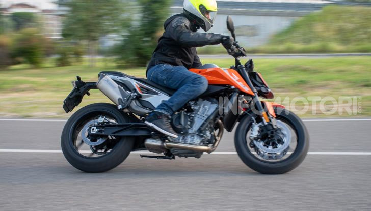 """Prova KTM Duke 790, il """"parcogiochi"""" sotto quota 10 mila (euro)  - Foto 48 di 54"""