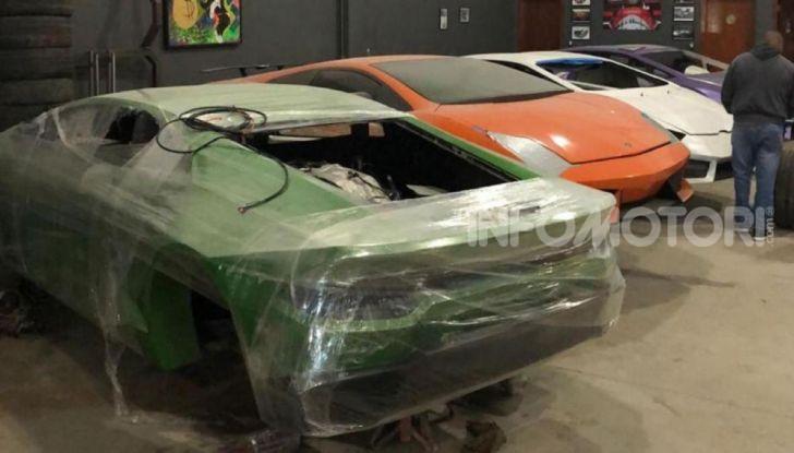 Scoperta fabbrica di Ferrari e Lamborghini Replica, due arresti - Foto 2 di 6