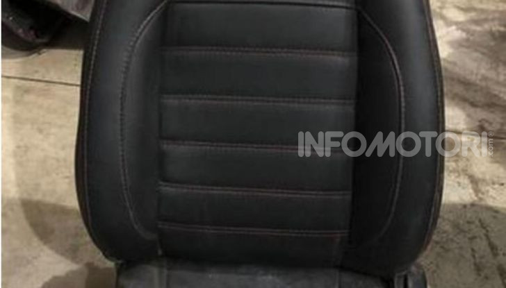 Scoperta fabbrica di Ferrari e Lamborghini Replica, due arresti - Foto 3 di 6