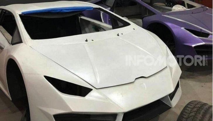 Scoperta fabbrica di Ferrari e Lamborghini Replica, due arresti - Foto 1 di 6