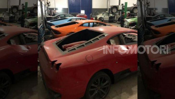 Scoperta fabbrica di Ferrari e Lamborghini Replica, due arresti - Foto 5 di 6
