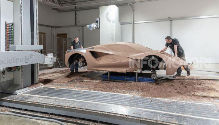 Lotus Evija: l'hypercar elettrica da 1000 euro a cavallo - Foto 5 di 34