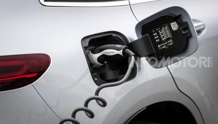 Prova su strada Mercedes-Benz EQC: la prima elettrica del Marchio della Stella - Foto 12 di 31