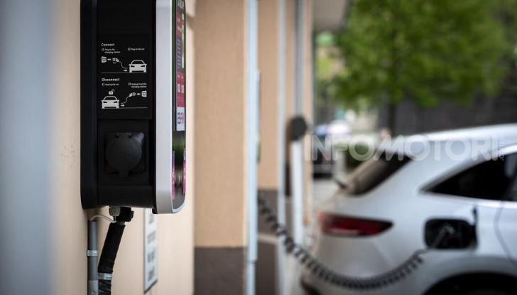 Prova su strada Mercedes-Benz EQC: la prima elettrica del Marchio della Stella - Foto 13 di 31