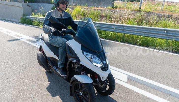 Prova Piaggio MP3 300 HPE, lo Yourban cambia nome e diventa un potente GT - Foto 23 di 40