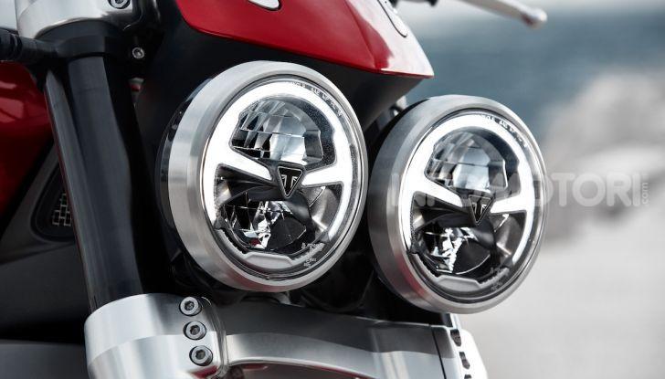 Triumph presenta Rocket 3 R e Rocket 3 GT: due versioni con numeri da record - Foto 18 di 21