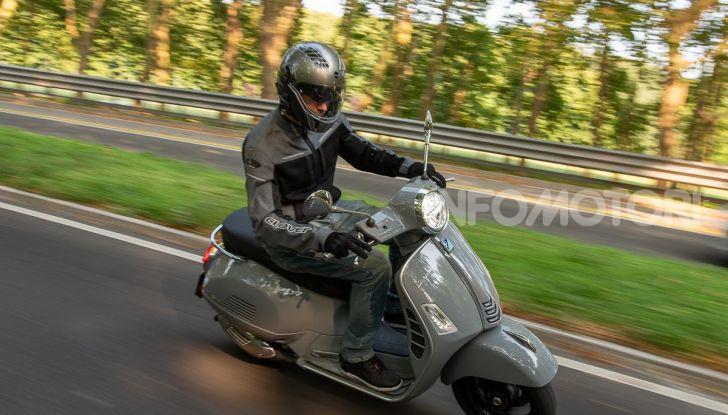 Prova Vespa GTS 300 hpe SuperTech, mai guidata una Vespa così! - Foto 1 di 49