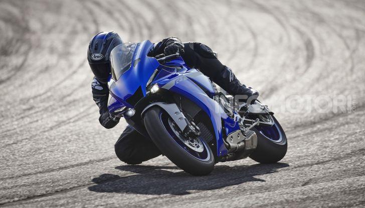 Nuove Yamaha YZF-R1 2020 e R1M 2020: ancora più MotoGP! - Foto 3 di 39