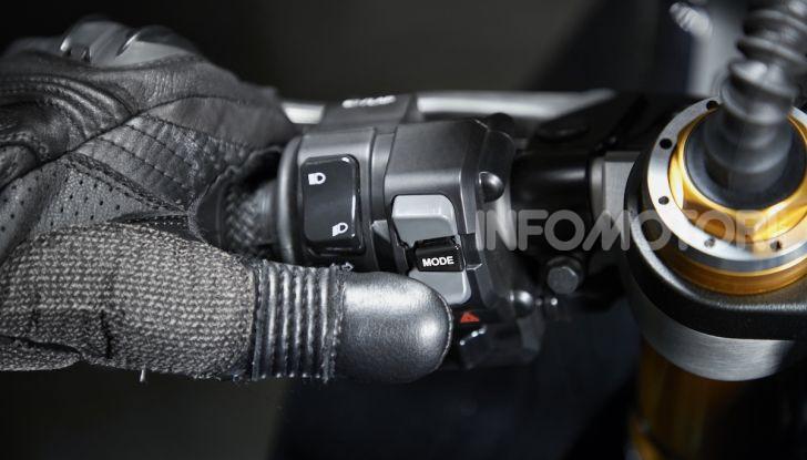 Nuove Yamaha YZF-R1 2020 e R1M 2020: ancora più MotoGP! - Foto 31 di 39
