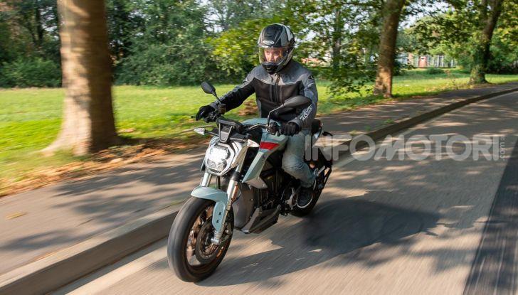 Prova Zero Motorcycles SR/F, l'elettrica di nuova generazione è di un altro pianeta! - Foto 7 di 58