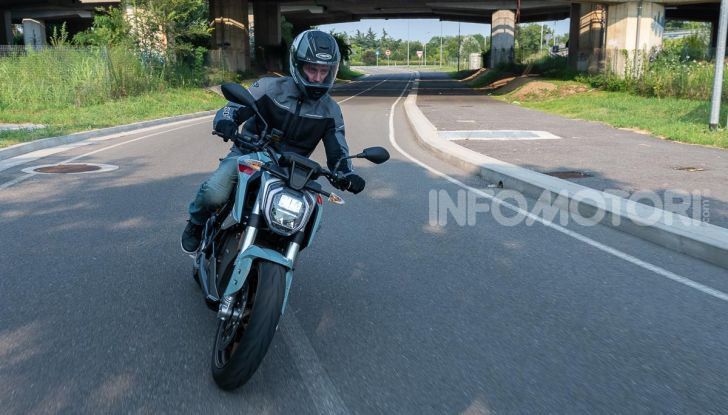 Prova Zero Motorcycles SR/F, l'elettrica di nuova generazione - Foto 12 di 58