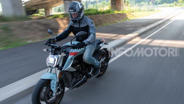 Prova Zero Motorcycles SR/F, l'elettrica di nuova generazione - Foto 13 di 58