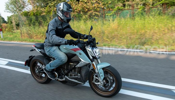 Prova Zero Motorcycles SR/F, l'elettrica di nuova generazione - Foto 14 di 58