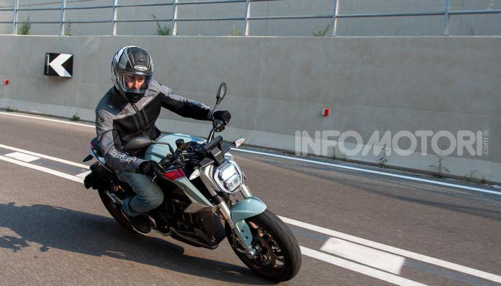Prova Zero Motorcycles SR/F, l'elettrica di nuova generazione - Foto 15 di 58