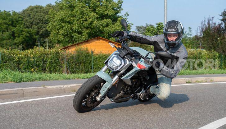 Prova Zero Motorcycles SR/F, l'elettrica di nuova generazione - Foto 16 di 58