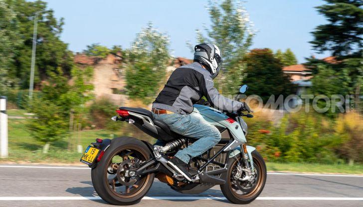Prova Zero Motorcycles SR/F, l'elettrica di nuova generazione - Foto 17 di 58