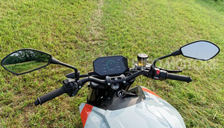 Prova Zero Motorcycles SR/F, l'elettrica di nuova generazione - Foto 27 di 58