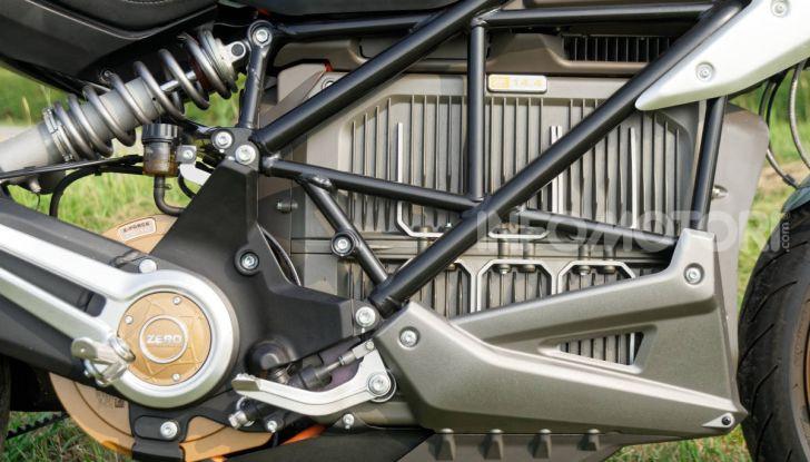 Prova Zero Motorcycles SR/F, l'elettrica di nuova generazione - Foto 40 di 58