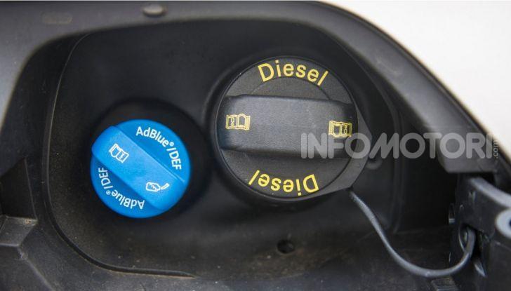 AdBlue: Cos'è, quanto costa e a cosa serve l'additivo auto per abbassare i consumi - Foto 2 di 10