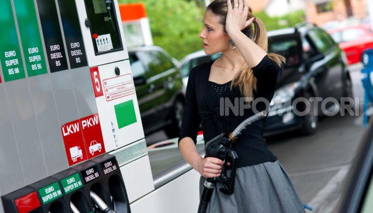 Benzina nel motore diesel: cosa fare per rimediare e quali sono le conseguenze? - Foto 1 di 10