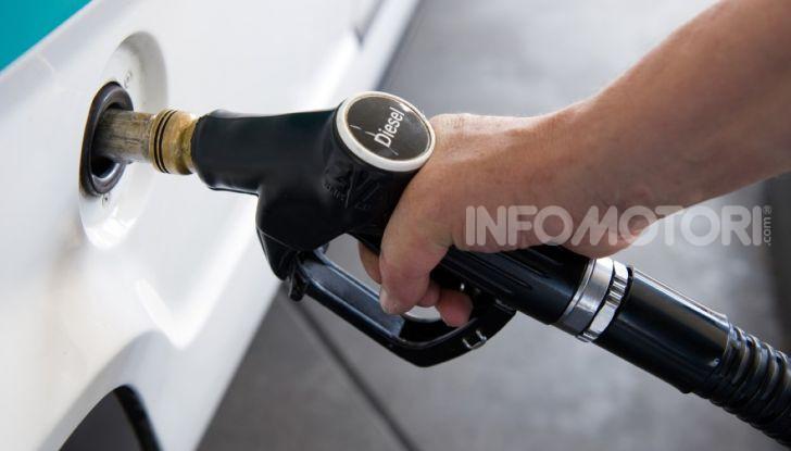 Benzina nel motore diesel: cosa fare per rimediare e quali sono le conseguenze? - Foto 4 di 10