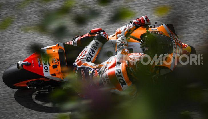 MotoGP 2019 GP di Germania: Marquez sale in cattedra e centra la pole position al Sachsenring. Fuori dai primi dieci Rossi e le Ducati ufficiali - Foto 3 di 12