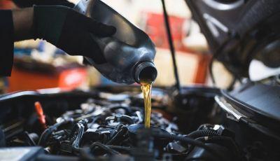 Olio motore: cos'è, a cosa serve, come controllarlo e quando sostituirlo