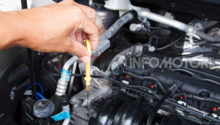Olio motore: cos'è, a cosa serve, come controllarlo e quando sostituirlo - Foto 6 di 9