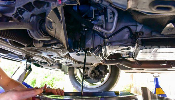Olio motore: cos'è, a cosa serve, come controllarlo e quando sostituirlo - Foto 8 di 9