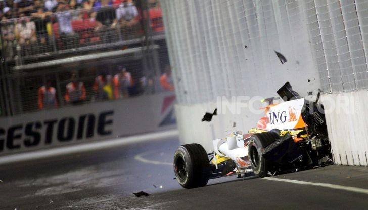 F1: i piloti più famosi licenziati a stagione in corso - Foto 6 di 16