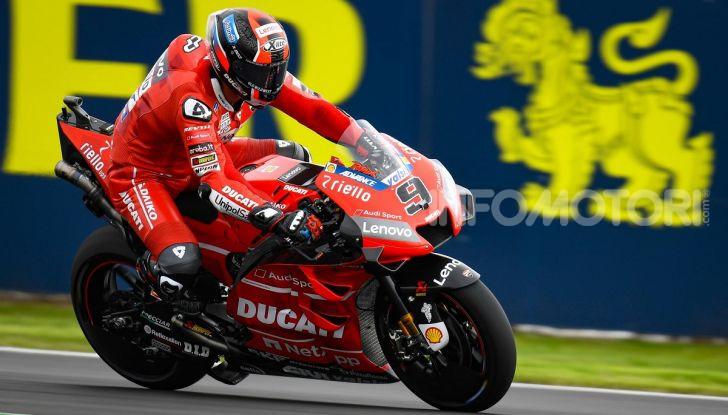 MotoGP 2019, GP di Gran Bretagna: Rins vince a Silverstone una gara al fotofinish, Dovizioso a terra - Foto 11 di 19