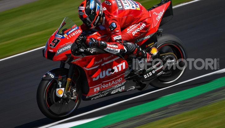 MotoGP 2019, GP di Gran Bretagna: Rins vince a Silverstone una gara al fotofinish, Dovizioso a terra - Foto 12 di 19