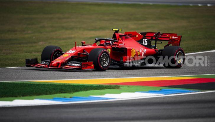 F1 2019: Charles Leclerc con la Ferrari alla 130R di Suzuka… con una mano sola! - Foto 7 di 9