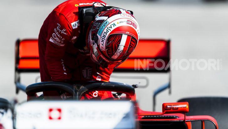 F1 2019: Charles Leclerc con la Ferrari alla 130R di Suzuka… con una mano sola! - Foto 3 di 9
