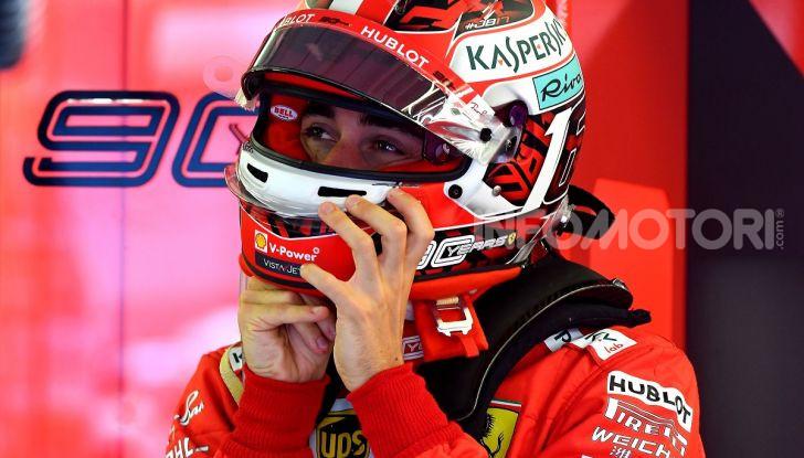 F1 2019: Charles Leclerc con la Ferrari alla 130R di Suzuka… con una mano sola! - Foto 4 di 9