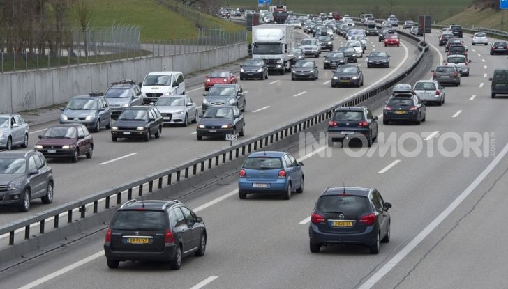Sorpasso a destra in città e in autostrada: quando è possibile? - Foto 7 di 10