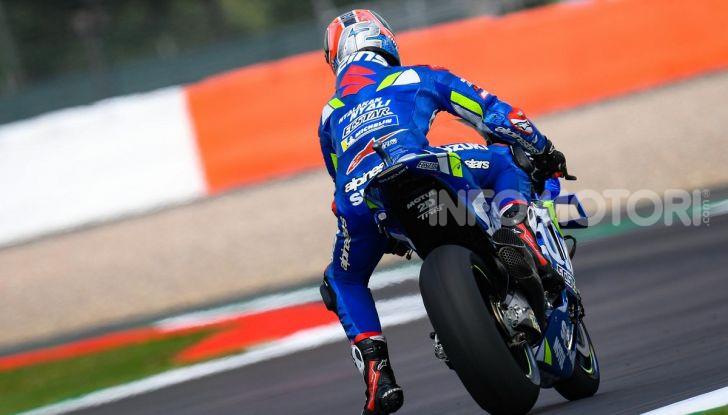 MotoGP 2019, GP di Gran Bretagna: Rins vince a Silverstone una gara al fotofinish, Dovizioso a terra - Foto 4 di 19