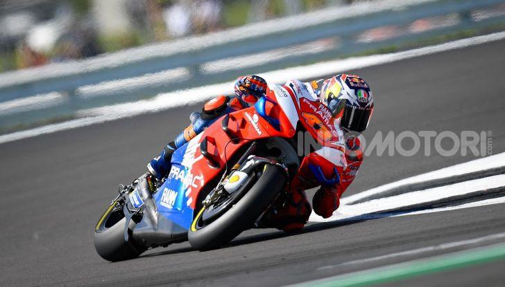 MotoGP 2019, GP di Gran Bretagna: Rins vince a Silverstone una gara al fotofinish, Dovizioso a terra - Foto 18 di 19