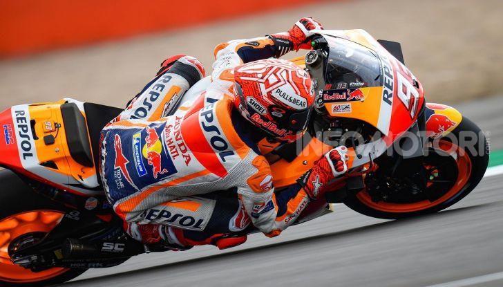MotoGP 2019, GP di Gran Bretagna: Marquez suona la carica e centra la pole davanti a Rossi e Miller, Dovizioso settimo - Foto 8 di 19