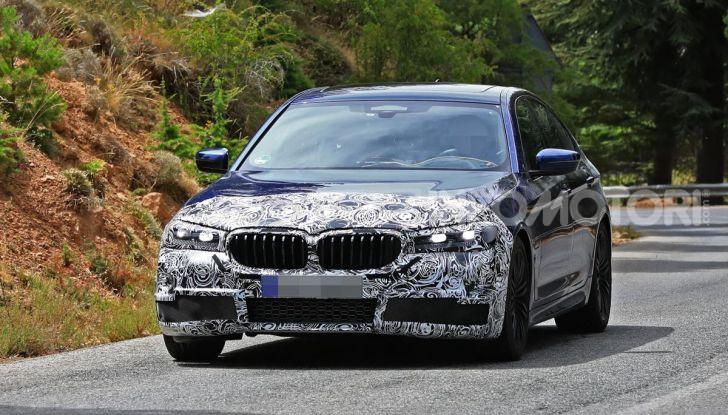 BMW Serie 5 2020 facelift: cambiano l'estetica e la tecnologia - Foto 1 di 15