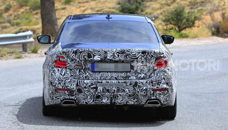BMW Serie 5 2020 facelift: cambiano l'estetica e la tecnologia - Foto 10 di 15