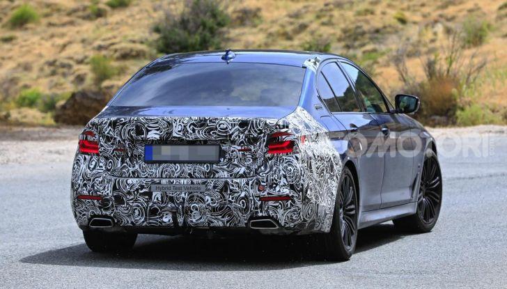BMW Serie 5 2020 facelift: cambiano l'estetica e la tecnologia - Foto 11 di 15