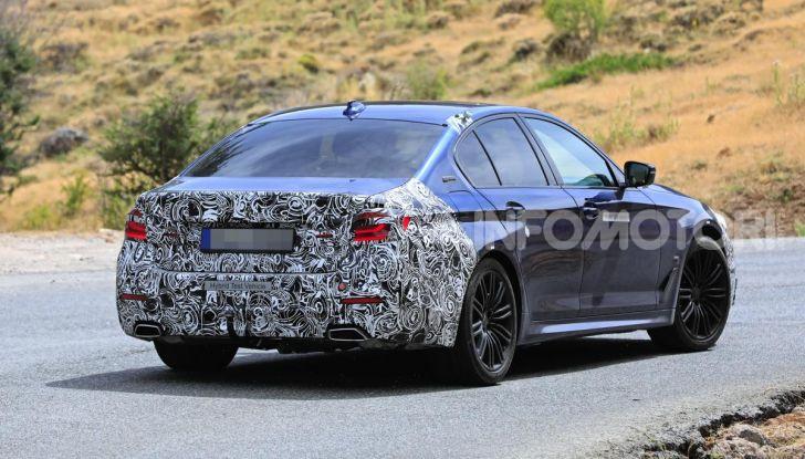 BMW Serie 5 2020 facelift: cambiano l'estetica e la tecnologia - Foto 12 di 15